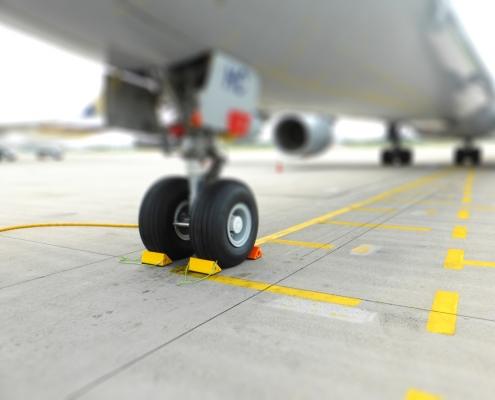 Bremsklötze-am-Flugzeug